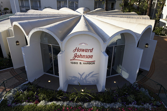 howard-johson-hotel-disneyland