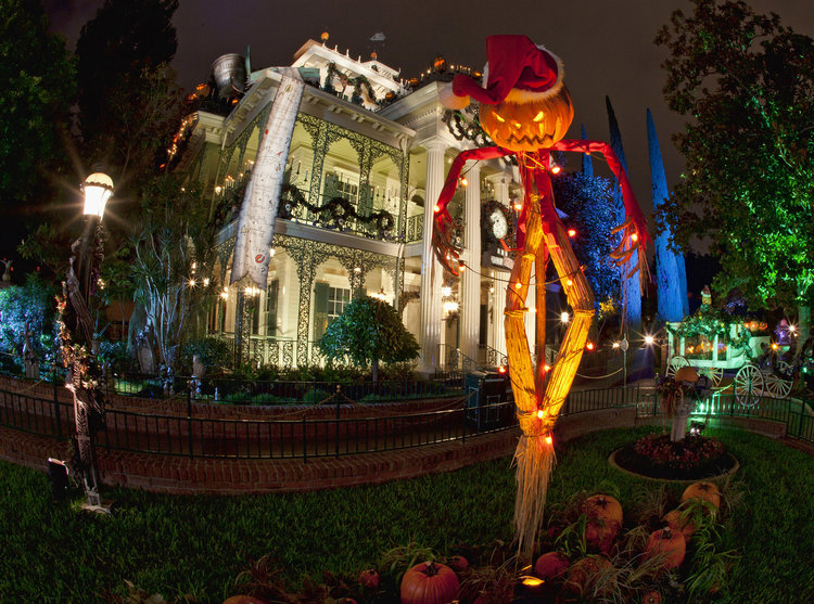 disneyland halloween 2016 decorations haunted mansion - When Does Disneyland Decorate For Christmas 2018
