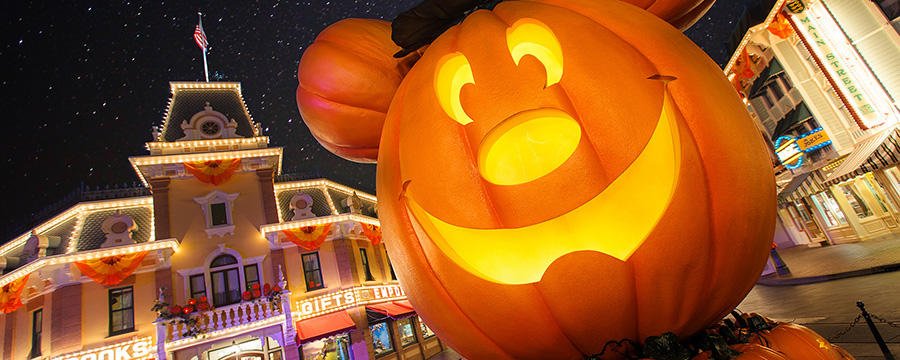 disneyland pumpkin main street usa - When To Decorate For Halloween