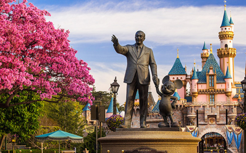 Magic Morning: close up of Walt and Mickey statue