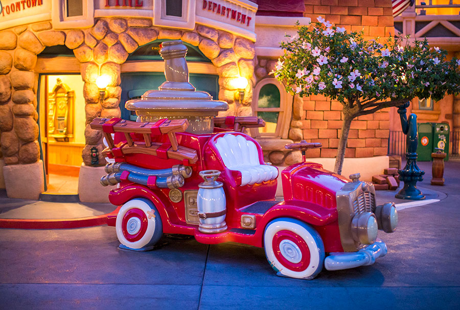 Picture of red ToonTown car