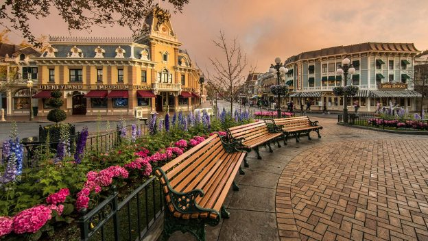 Disneyland Main Street: empty in the morning
