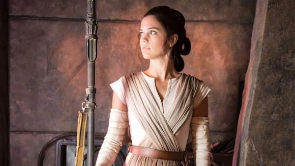 Rey looking to the side