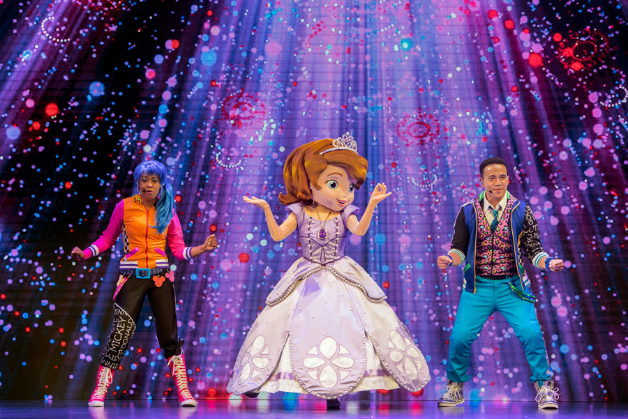 Sofia the first on stage singing