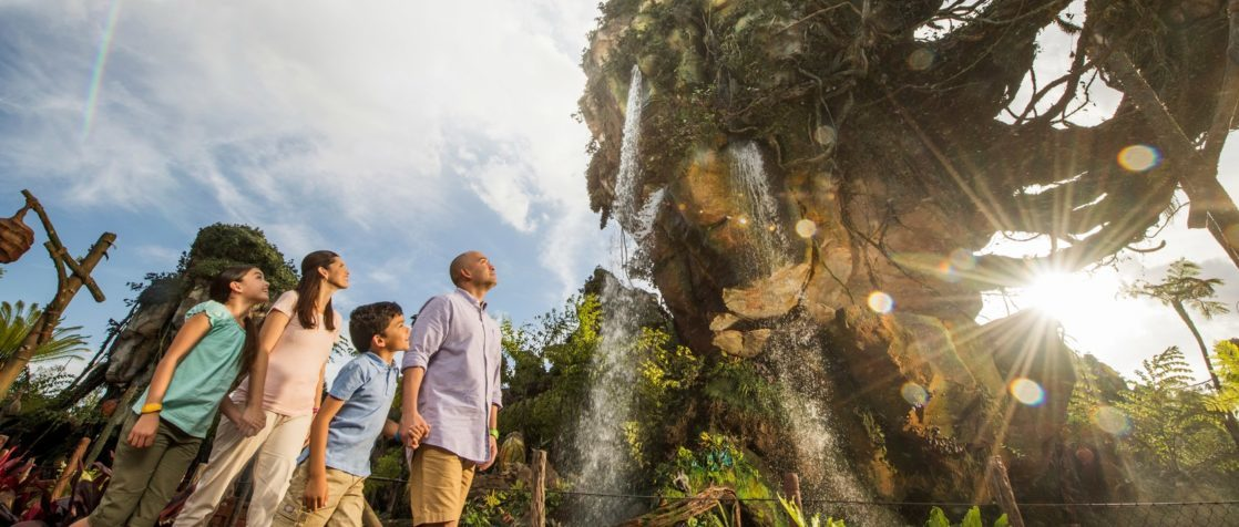 Family in Pandora underneath floating mountains