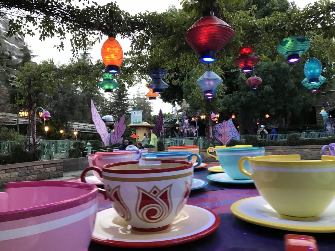 Spinning tea party ride