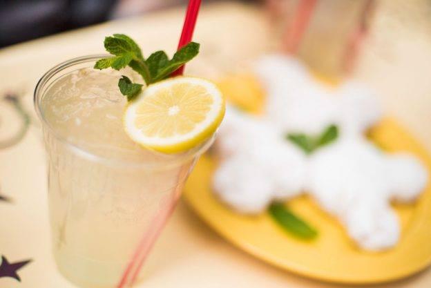 Close up shot of a Mint Juliep drink
