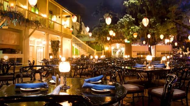 Blue Bayou Fantasmic!: lanterns light up a dark atmosphere restaurant