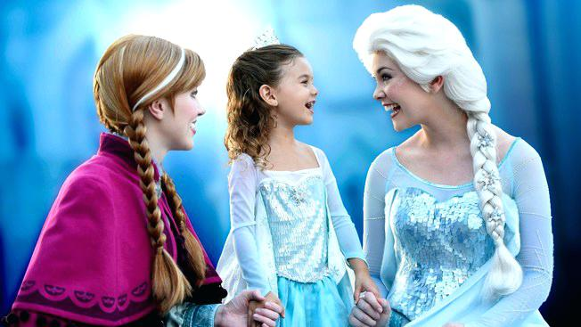 Meeting Anna and Elsa from Frozen at meet and greet
