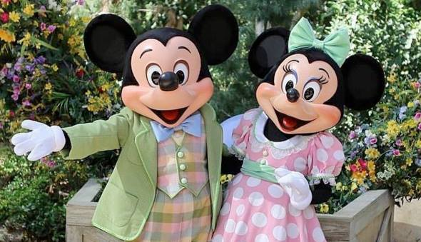 Mickey and Minnie mouse in Easter colors